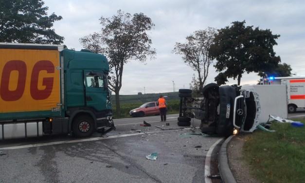 Verkehrsunfall mit verletzten Personen und Verkehrsbeeinträchtigungen