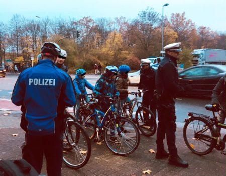 Kontrolle von Radfahrern. (Foto: Polizei Mainz)