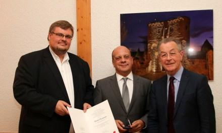 Ehemaligen Mainzer Bundestagsabgeordnete Michael Hartmann mit der Willy-Brandt-Medaille ausgezeichnet