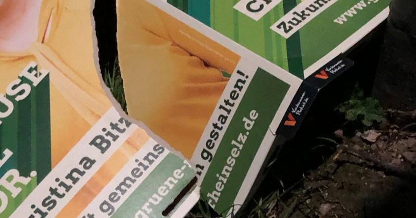 Plakate zu zerstören ist kein Wahlkampf und auch keine Meinungsäußerung!
