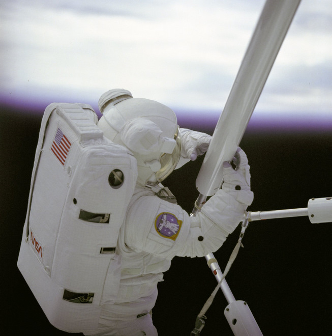 Prototype space construction on STS-61B (image: nasa.gov)