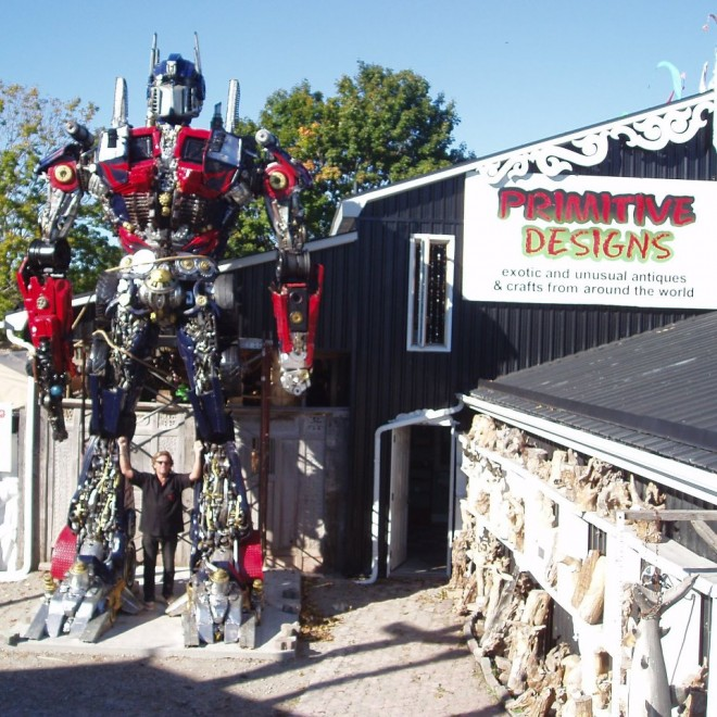 This Transformers-inspired statue is on display until December 24 at Primitive Designs.