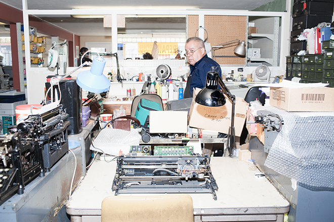 Berkeley Typewriter co-owner Jesse Banuelos.  Photo by Jon Snyder/Wired.com.