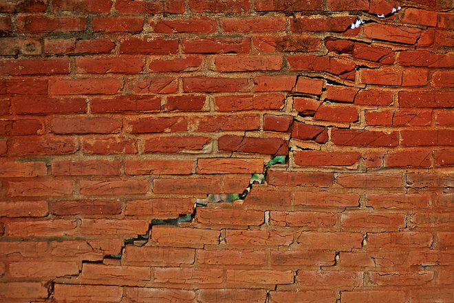 https://i1.wp.com/www.wired.com/images_blogs/wiredscience/2014/03/cracked-brick-wall.png