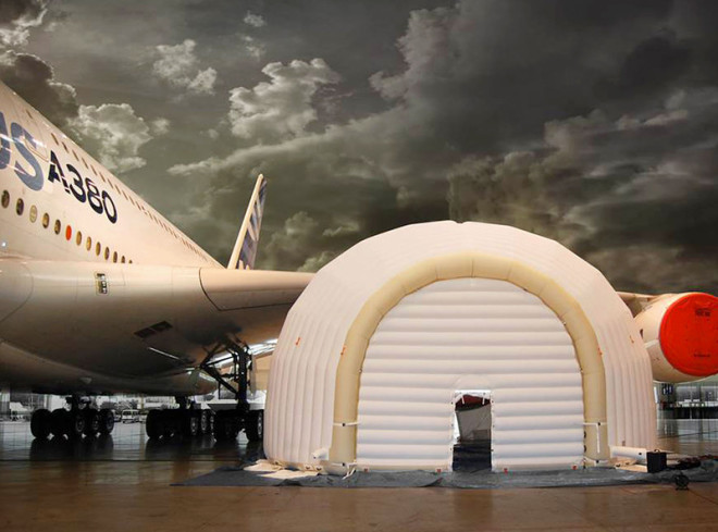 Inflatable Garage Allows for On-the-Fly Jet Engine Repairs