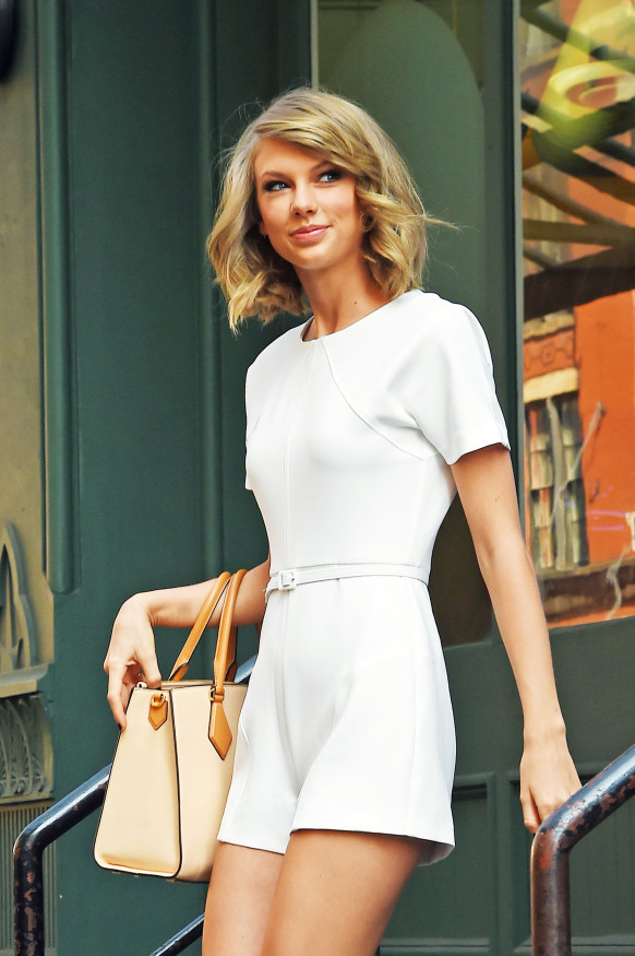 Taylor Swift steps out of her apartment in New York, May 15, 2015.