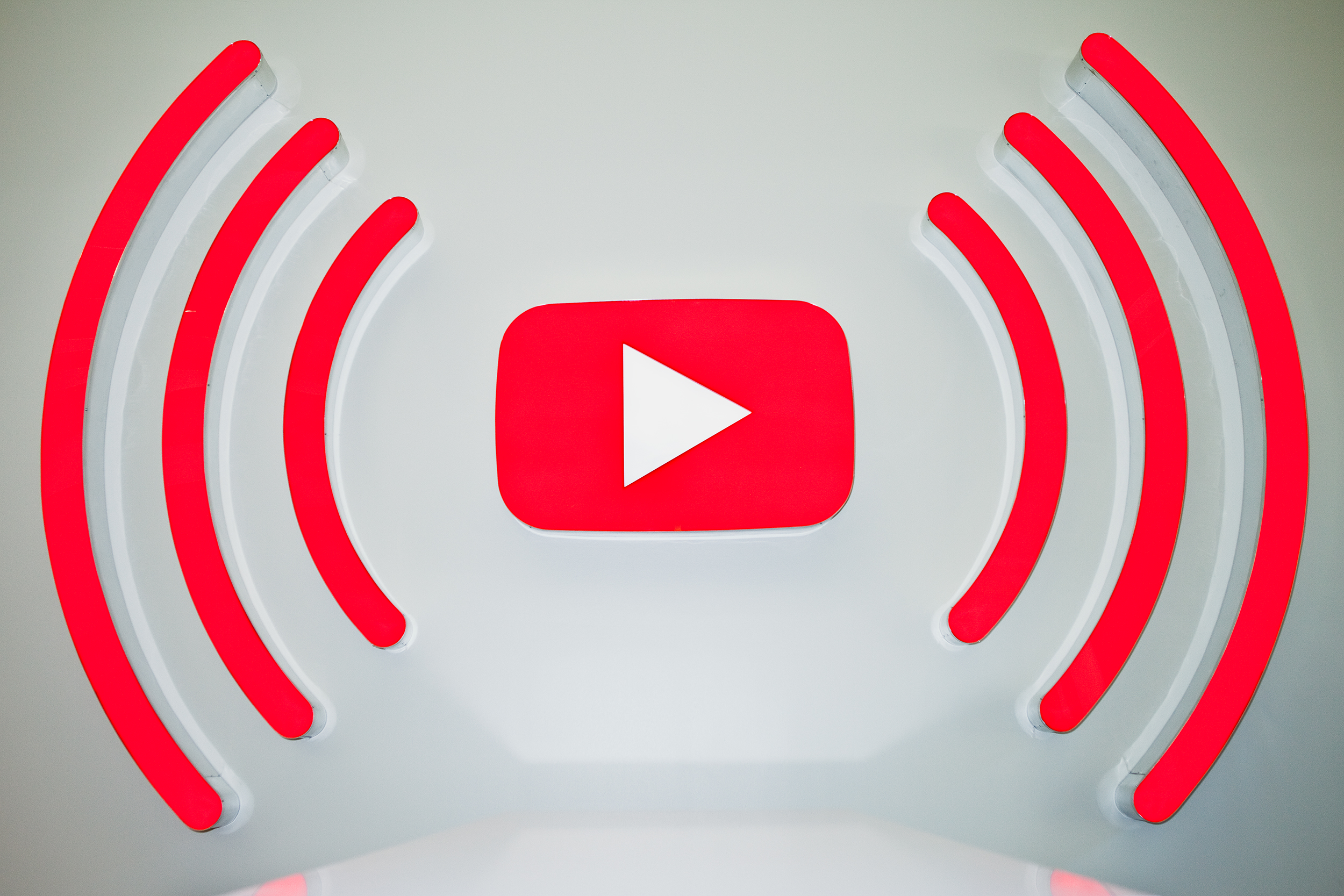 Demands Microsoft Pull Youtube App From Windows