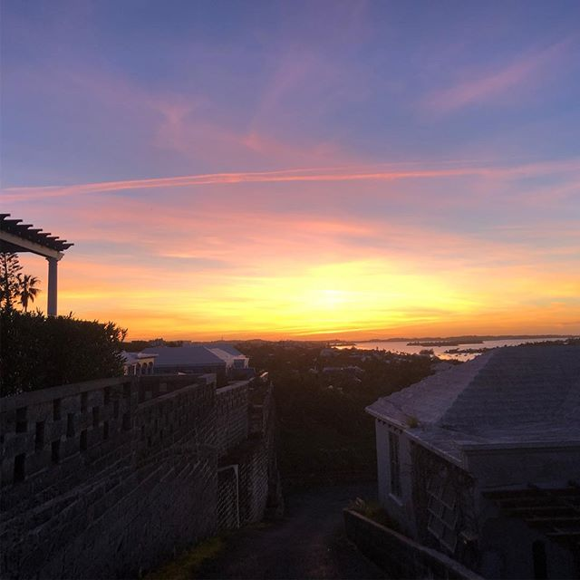 Christmas eve, eve.  What a stunningly beautiful evening. No filter needed. This, is Christmas in Bermuda. Wish you were here. .....#travel #traveling #socialenvy  #vacation #visiting #instatravel #instago #instagood #trip #holiday #photooftheday #fun #travelling #tourism #tourist #instapassport #instatraveling #mytravelgram #travelgram #travelingram #igtravel  #ForeverBermuda #GoToBermuda #Bernews #BermudaDreaming #Paradise #photography