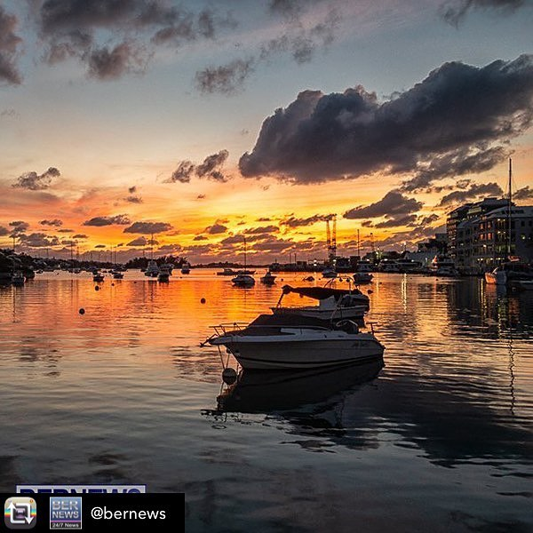 Friday evening saw a beautiful sunset over Hamilton Harbour. Used this for my Bernews post. #Bermuda #Bermudian #Bernews #ForeverBermuda #BermudaSunsets #Sunsets #islandbeauty #Sunset #nightscape #Hamilton #Harbour #BermudaHarbour #Familiar