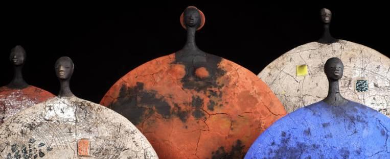 Una variante de la estética de las piezas de cerámica de la escultora. Fuente: Leon Hards Gallery