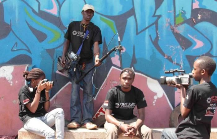 Grupo de estudiantes de la Escuela de Cine de Kibera