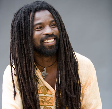 Rocky Dawuni o el Bob Marley ghanés