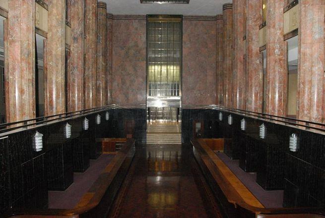 Hall principal de estilo neoclásico. Fuente: Wikepedia
