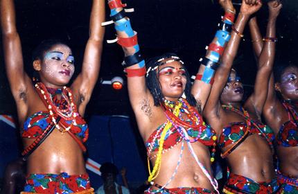 Las bailarinas de Fela. Fuente: Fela.net.