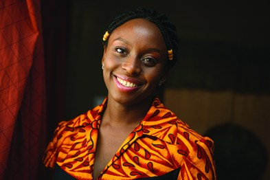 Chimamanda Ngozi Adichie. Fuente: Wed de New African Magazine.