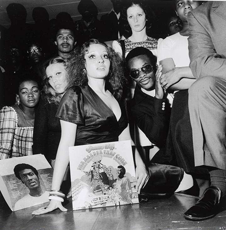 Raphael Albert, 1935-2009. Sus fotografías hacen eco al movimiento Black is Beautiful que empezó en America en 1960.