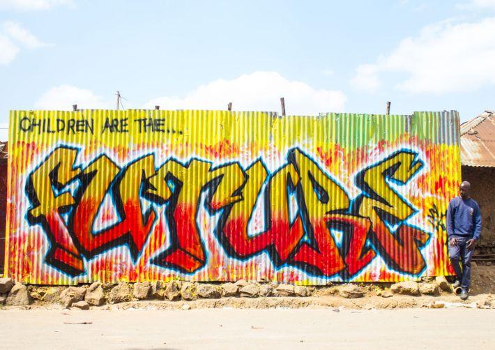 'Los niños son el FUTURO', uno de los grafitis del Koch Festival 2015. Imagen de OLET, @visualxolet en Instagram.