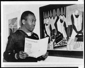 Jacob Lawrence (1917-2000). / Fotografía tomada de la web de la Guardia Costera de EE.UU, en donde el pintor se alistó para formar parte del primer equipo integrado racialmente, durante la Segunda Guerra Mundial, dos años después de finalizar su obra 'Migration of the Negro'.-