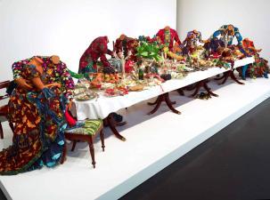 The Last Supper (after Leonardo), Stephen Friedman Gallery (Londres). http://clarerosehistory.com/blog/wp-content/uploads/2013/04/shonibare-last-supper-20121.jpg