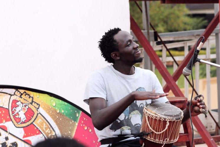Encuentro Beats and Poetry, organizado por The Art House. En la foto, Mark Hitter Ejukua / The New Times.-