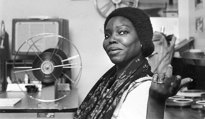 Safi Faye fue la primera mujer en realizar una película en África al sur del Sahara con el cortometraje «La passante», realizado en 1972.