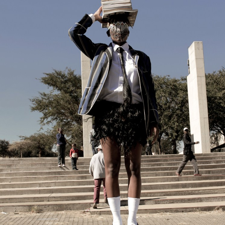 'Juventud sin nombre', Sethembile Msezane.