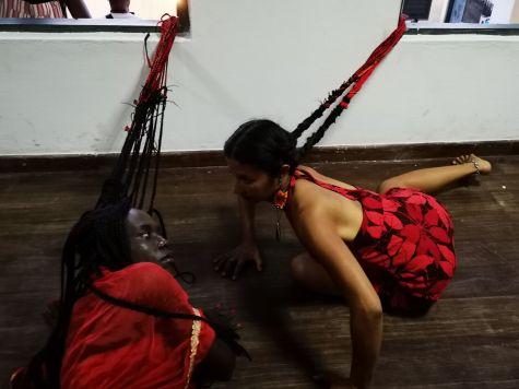 """Océano sin Fronteras"" Performance Crazynist Artist y Gloria Godínez"
