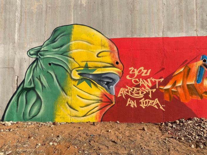 Mural en Dakar realizado por el colectivo RBS Crew./Foto: Facebook de Madzoo.