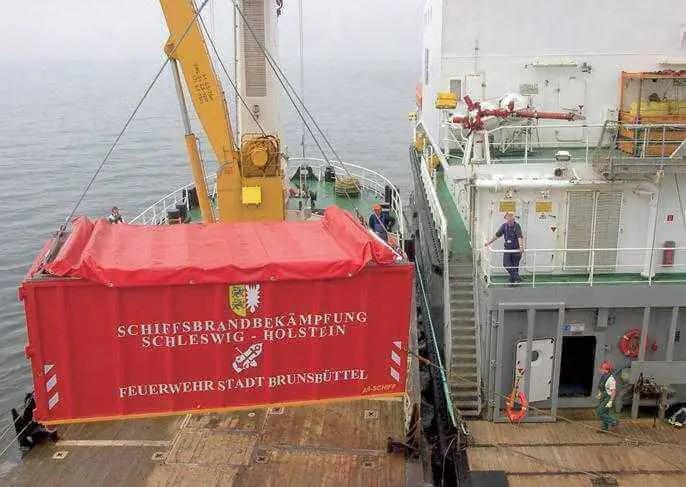 Verlastung der Brandbekämpfungsausrüstung auf See