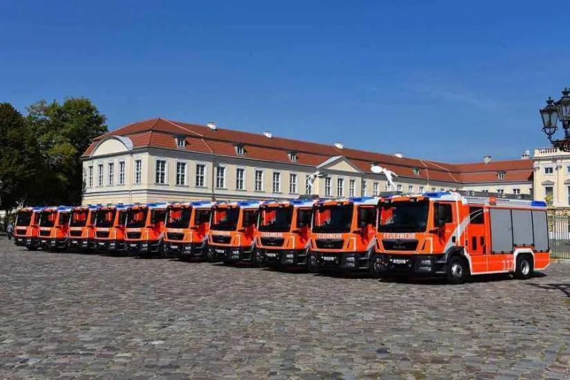 Übergabe von 10 neuen Löschfahrzeugen an die Berliner Feuerwehr