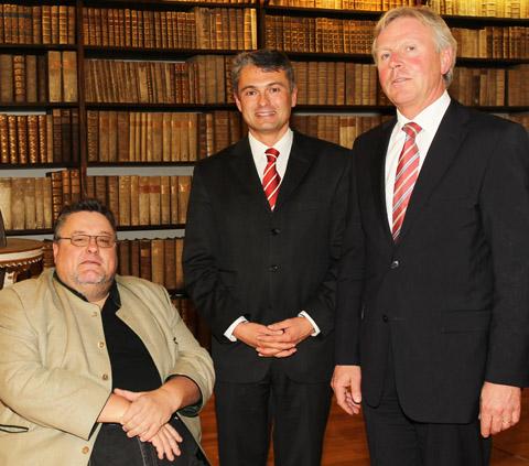 (v.l.n.r.) Univ.-Prof. Dr. Michael Gruber, RA DDr. Jörg Zehetner, Dekan RA Univ.- Prof. Dr. Friedrich Harrer