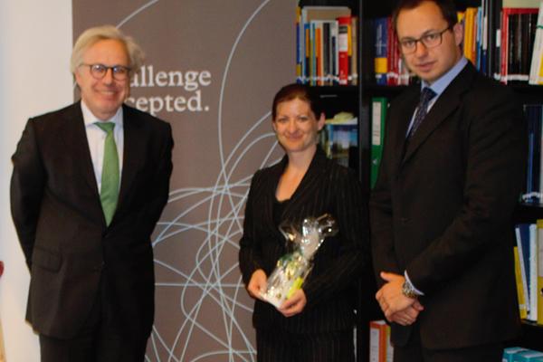 Dr. Alexander Isola (GPP), Mag. Selena Clavora (Preisträgerin), Dr. David Seidl (GPP