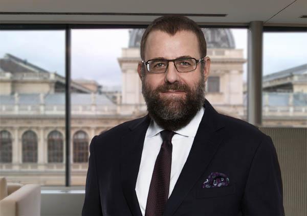 """Bernhard Müller ist Partner und Leiter des Teams """"Öffentliches Wirtschaftsrecht"""" bei DORDA"""