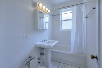 509 Lee bath 1