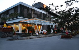 Harris Hotel dan Residences Sunset Road