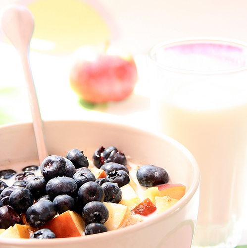 An afternoon snack of yogurt, berries, and nuts will provide the boost of energy to carry you through the day.  Photo by lepiaf.geo / Flickr)