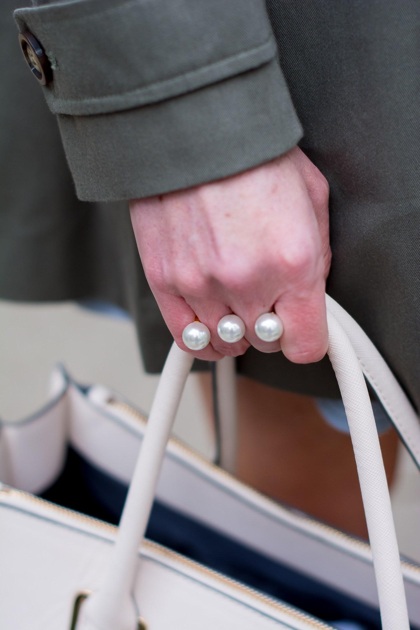 noir pearl two finger ring