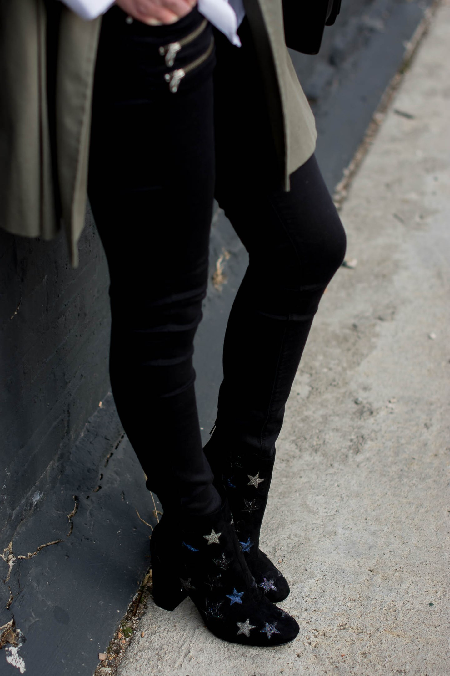 the-traditional-trench-star-embellished-booties-how-to-layer-without-looking-frumpyblack-skinny-jeans-with-zips
