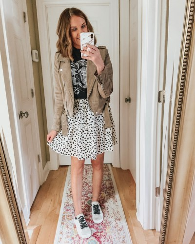 styling the Amazon mini skirt for fall, tiered skirt, graphic tee, white sneakers, leather jacket, Golden Goose dupes, spotted skirt