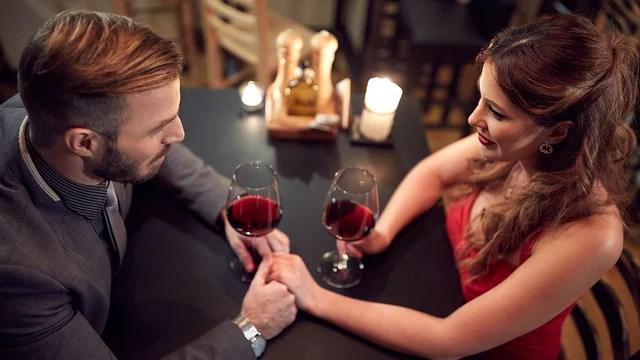 valentines-day-dinner-wine-happy-couple-romantic-love_1515533287088_329966_ver1-0_31347627_ver1-0_640_360_797336