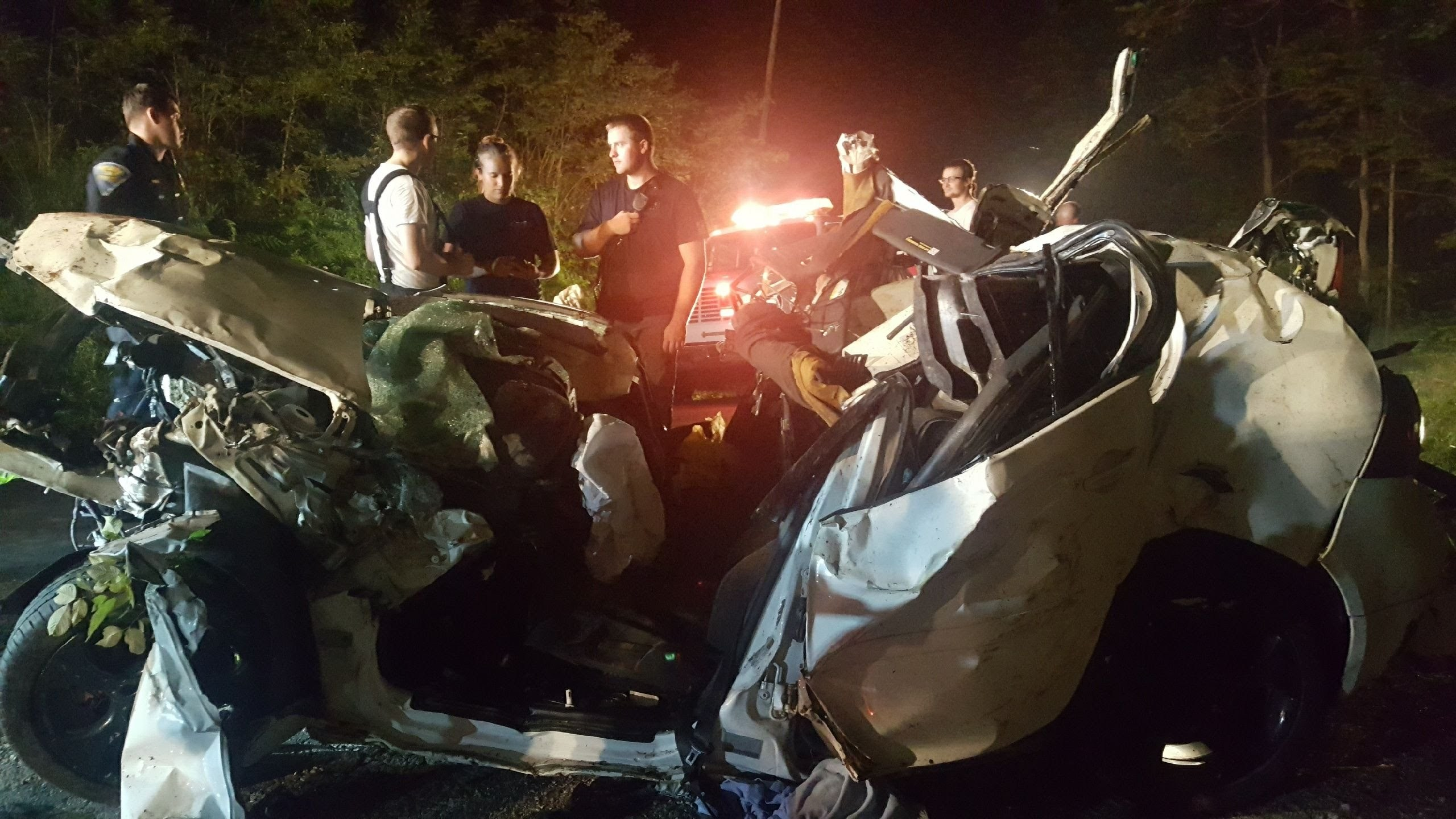 3_die_after_car_crashes_into_ravine_in_M_1_20180903212435