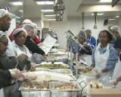 Volunteers serve Thanksgiving meal to thousands