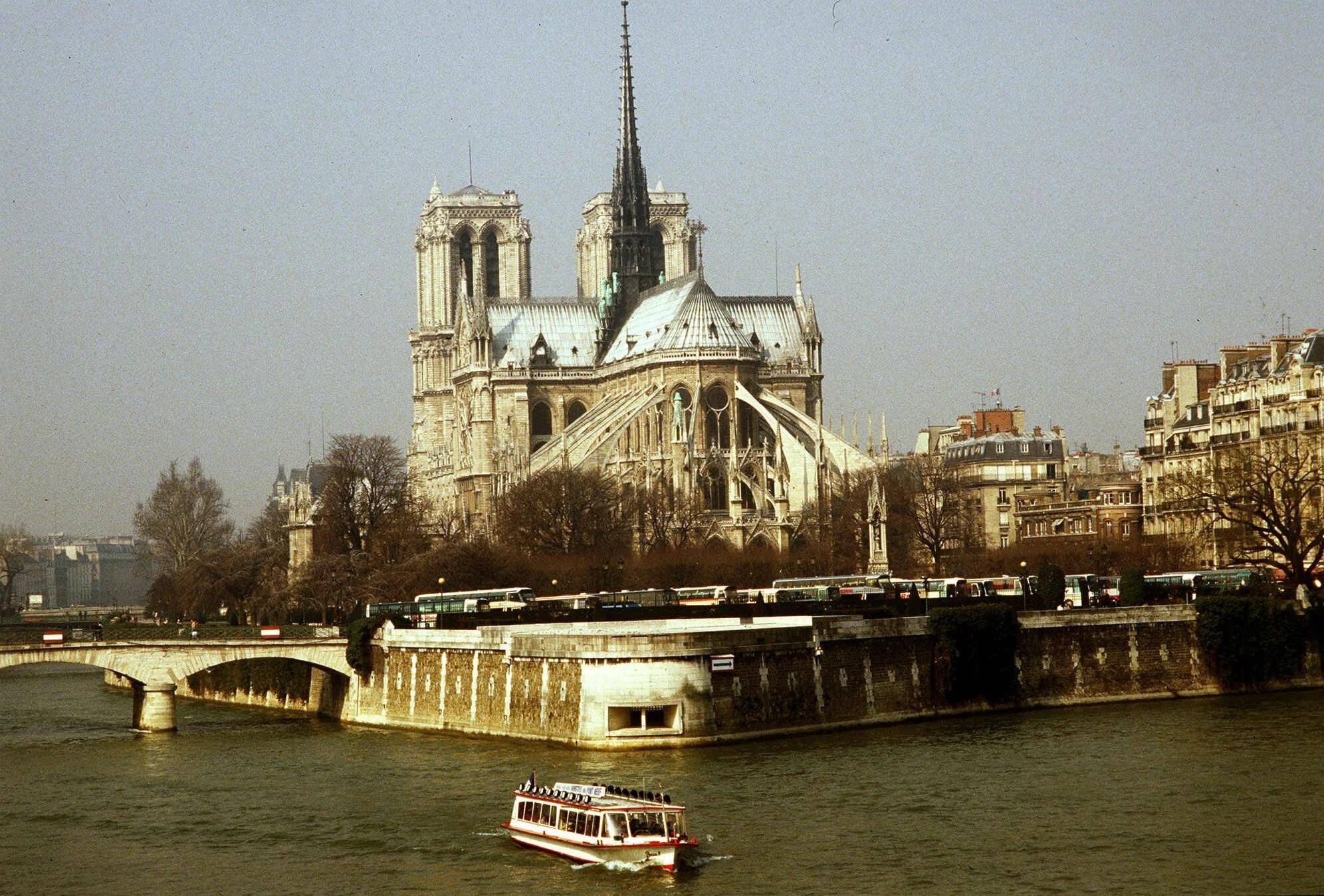 PARIS NOTRE DAME CATHEDRAL_1555378413237