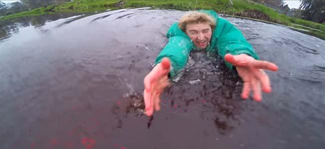 sauve son drone de l'eau