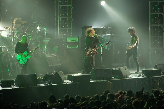 800px-the_cure_live_in_singapore_2-_1st_august_2007.jpg