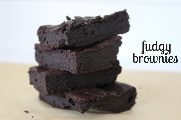 fudgy paleo brownies | via https://www.withach.com