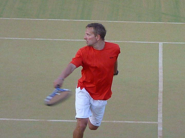 Steve Brett - checking for a winning shot