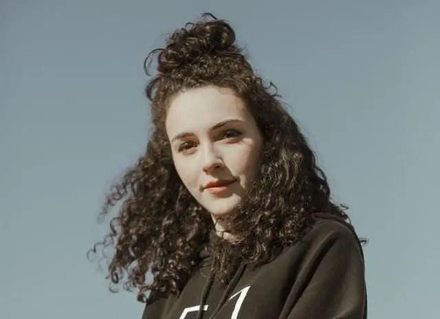 Indie-pop songstress Núria Graham ile ilgili görsel sonucu
