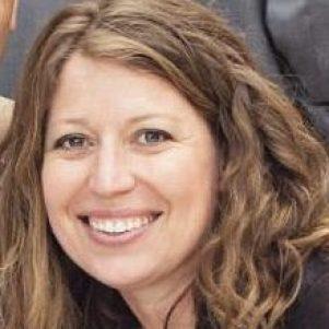Beth Fadelle headshot