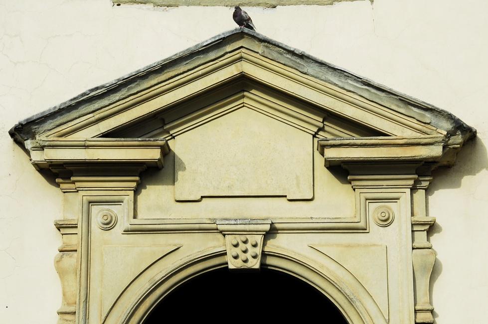 The ubiquitous Medici escutcheon